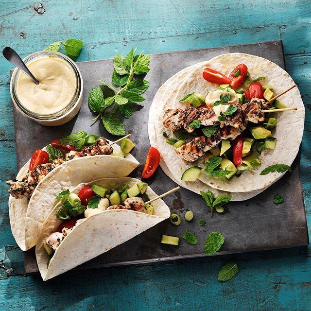 Rub är världens bästa! Det är en torr marinad som du gnider in det du ska grilla med innan det är dags för gallret. Mumsigt värre! Recept: Sök på kycklingkebab på santamaria.se. #grillat #santamariasverige #kyckling #kebab #bbq