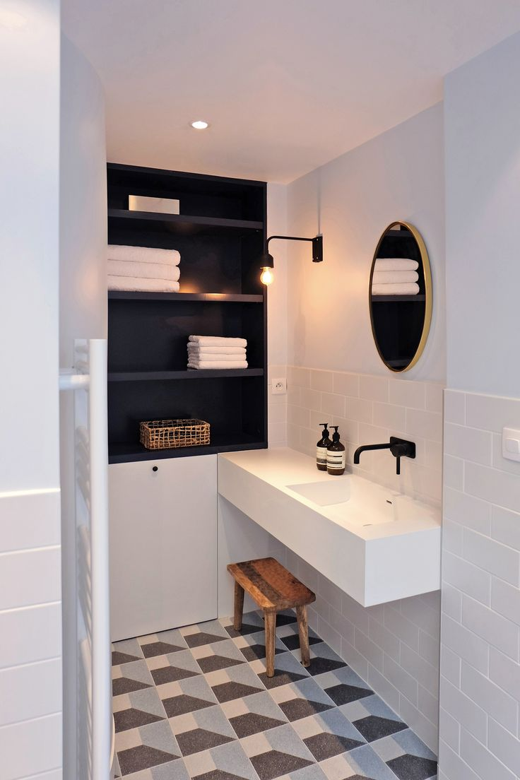 17 best ideas about modern interiors on pinterest for Carrelage noir et blanc salle de bain