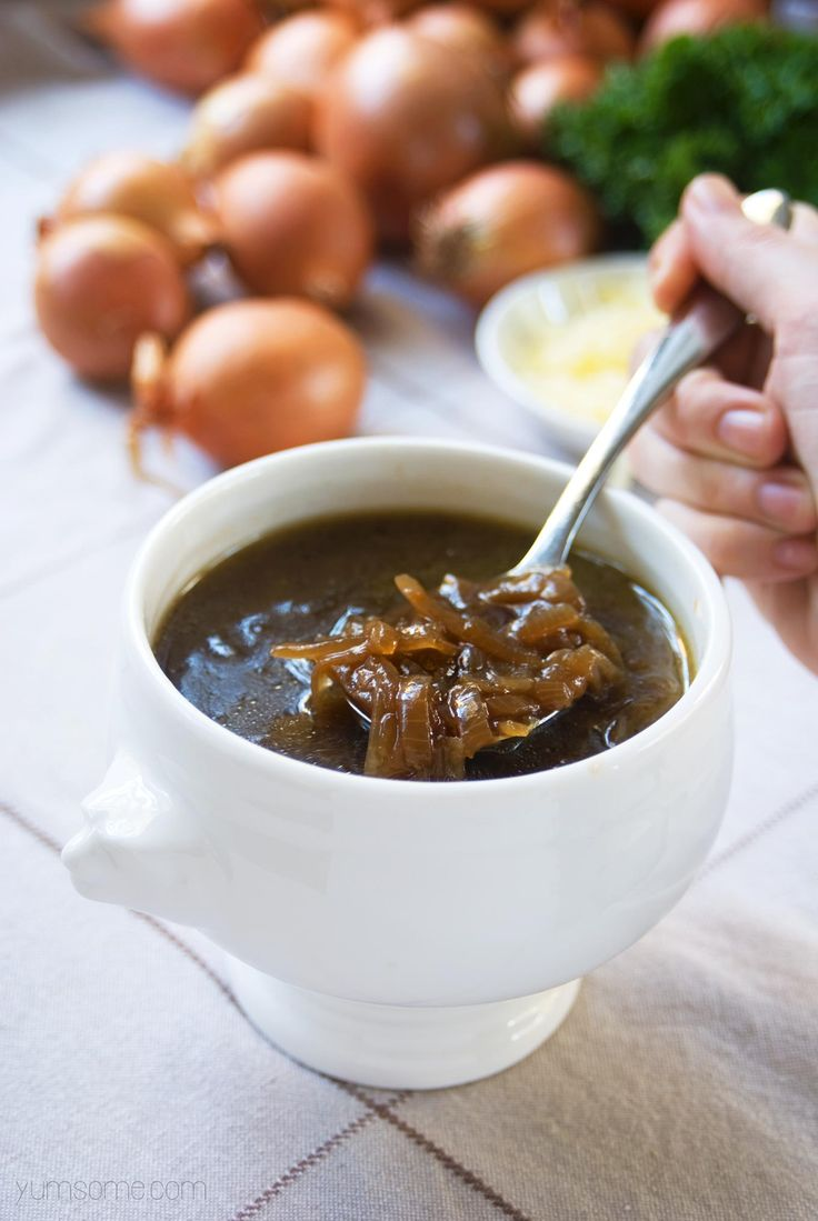 Slowly caramelising the onions gives this rich autumn soup loads of depth of flavour, with just a hint of sweetness. | yumsome.com