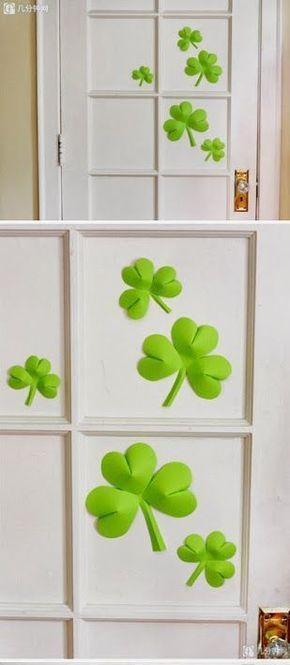 Decorar la puerta con tréboles de cartón - http://decoracion2.com/decorar-la-puerta-con-treboles-de-carton/58545/ #Decoración, #Puertas #Manualidades