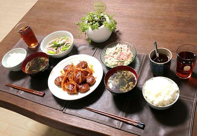 旬のお野菜、新玉ねぎとアスパラガスを使った料理です。やっぱり旬の物は美味しいなぁ。(^o^) - 28件のもぐもぐ - 新玉ねぎと肉団子の甘酢あん、イカとアスパラガスの生姜炒め、春雨ハムサラダ、わかめスープ、ご飯、菊芋茶 by pentarou