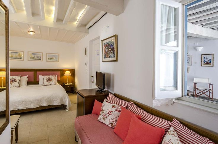 Honeymooners suite in the shades of corail