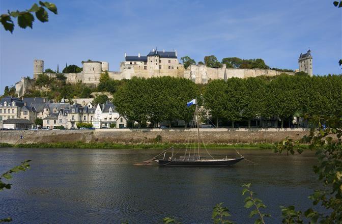 Forteresse Royale de Chinon proche du Camping Loire et Châteaux à Bréhémont en Indre et Loire proche de Tours et Saumur, près des châteaux de La Loire