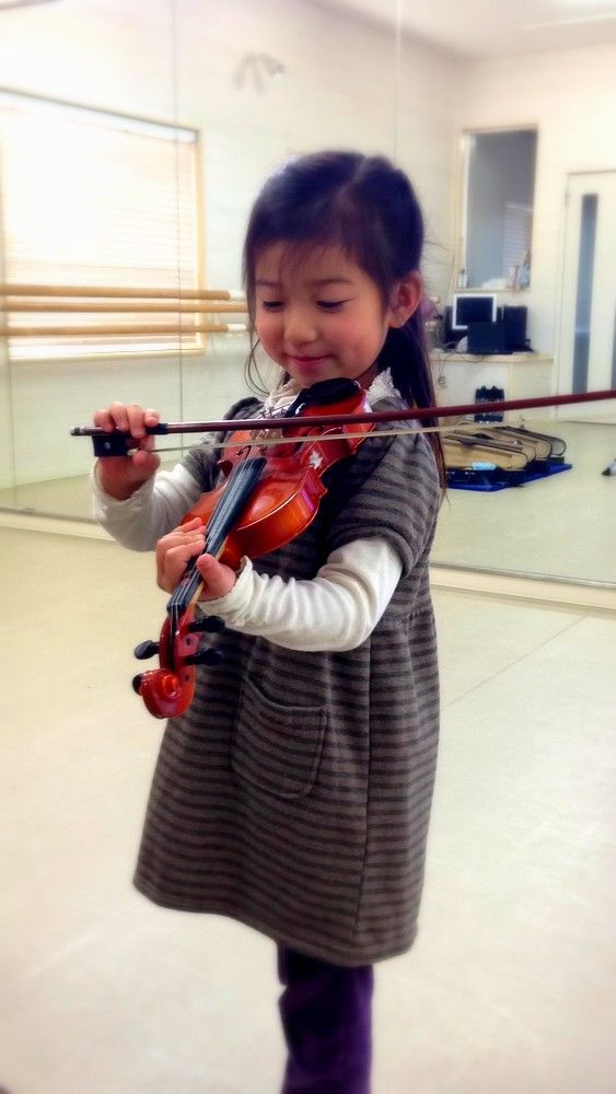 Violin first lessons. #kawaii #Japan