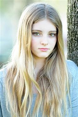 Willow Shields(prim everdeen) is following me on here. Omg. What is air. Thanks so much!!:) :)