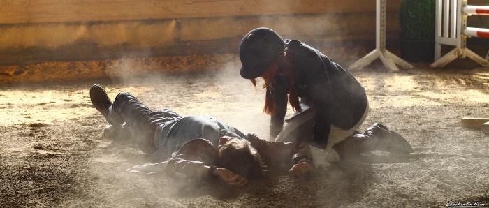 Bei dem Reitturnier wird Sam (Marvin Linke) verletzt Mika ...