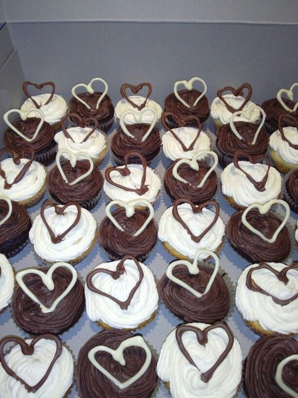 Choc and vanilla cupcakes for a country style wedding