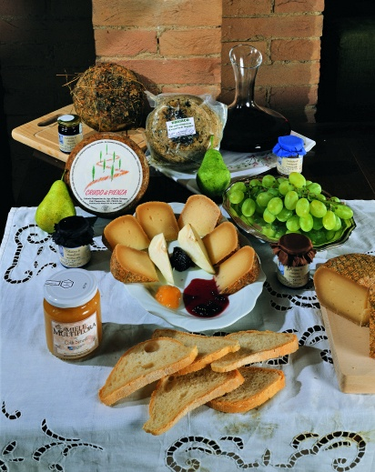 Pecorino cheese, honey, wine and other local products of Pienza