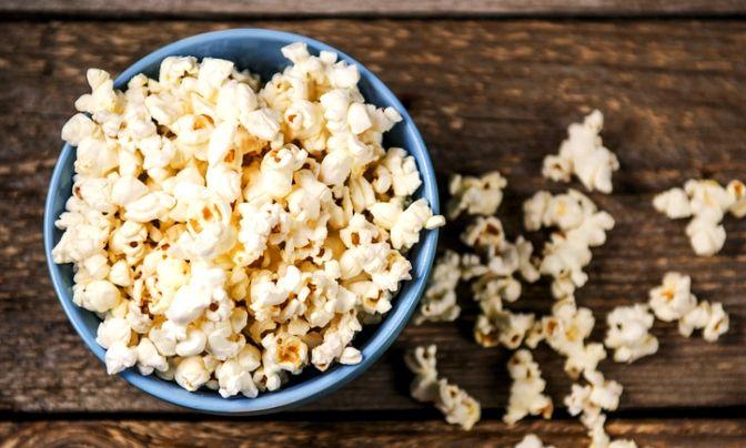 Ben jij ook een snackaholic? Het is zo verleidelijk, even snacken om die lekkere trek te stillen. Deze gezonde snacks kun je zonder spijt wegwerken.
