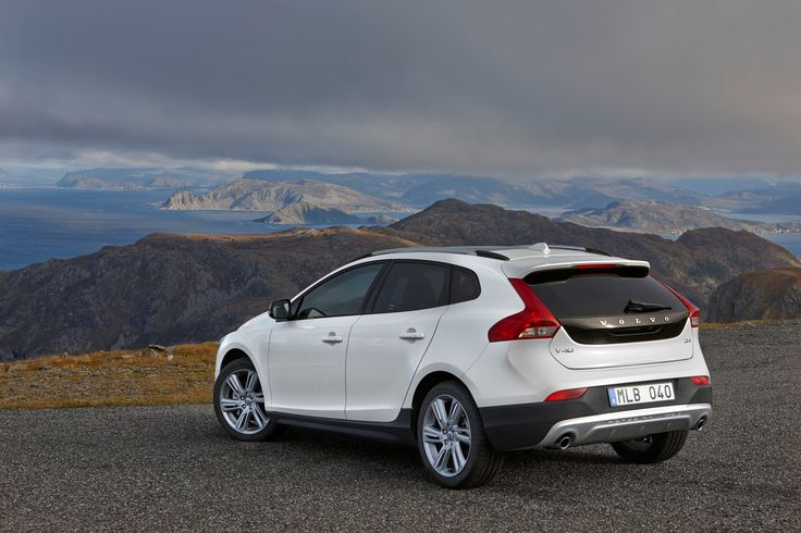 volvo-introduces-powerful-and-efficient-new-engines-for-v40-d4-and-t5-models-photo-gallery_22.jpg (1600×1067)