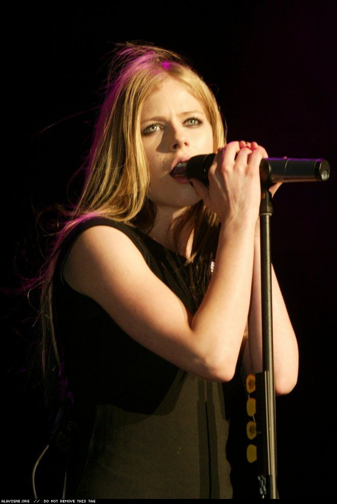 WBLI Summer Jam - 30 Mayo 2004 - 02 - AvrilPix Gallery - The best image, picture and photo gallery about Avril Lavigne - AvrilSpain.Com