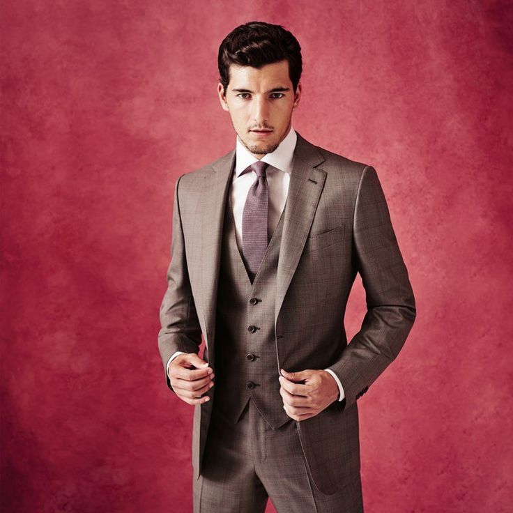 TROFEO 600 FABRIC This versatile single-breasted suit has become an investment favourite for gentlemen seeking a confident statement of pers...