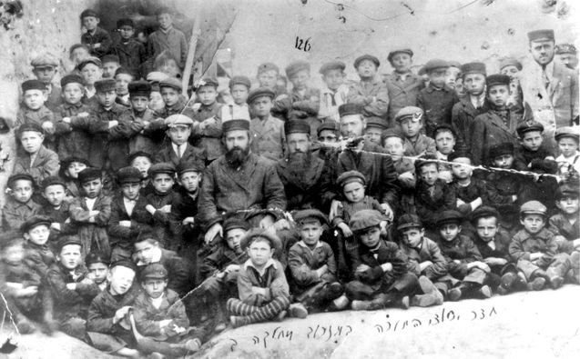 Ozarow, Poland, Prewar, Pupils of a heder (a religious elementary school). There were no survivors from this picture found.