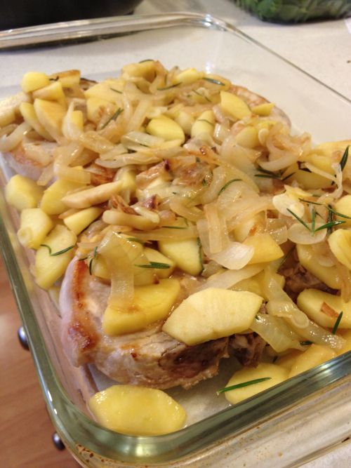 Easy Apple Onion Pork Chops #paleo- The whole family loved these.  For once no fighting over dinner!