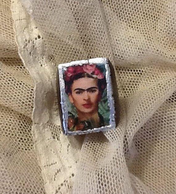 """Anello in legno e foglia d'argento. """"Frida"""""""
