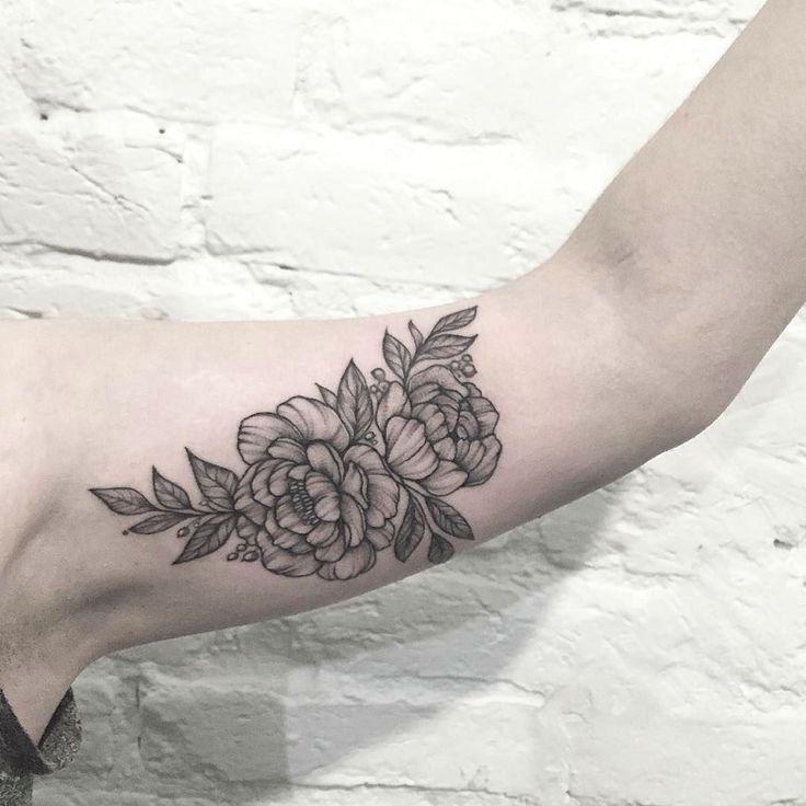 25 Beautiful Floral Tattoos by Anna Bravo
