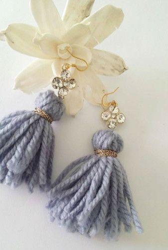 ZOE Wool Tassels Earrings - Orecchini con nappe in lana e ciondolo in strass