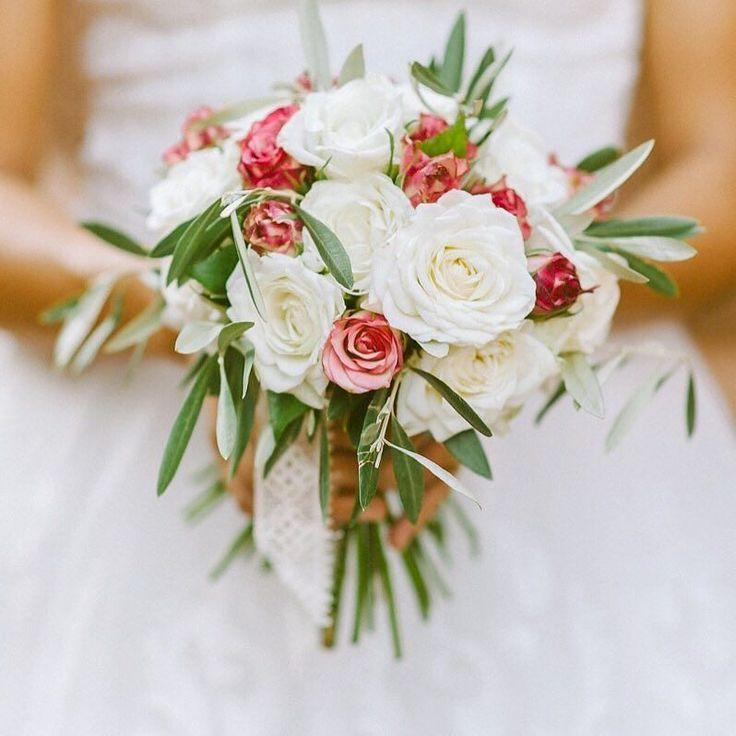 Przepiękny bukiet ślubny i moje wspomnienie lata  . . . #slub #wedding #weddings #weddingphotographer #bride #fotografslubny #married #warsaw #slubwplenerze #brides #slubplenerowy #fotografslubnywarszawa #bouquet #stylemepretty #weddingineurope #fineartweddings #floral #fineartweddingphotography #weddinginspiration #weddingseason #fineartphotography #jamstudiopl