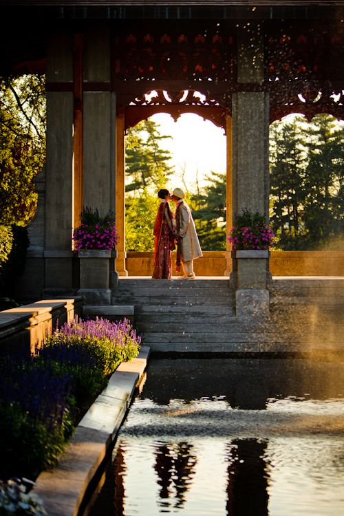 Beautiful couple shot at their Hindu wedding - photos by Cathy and David Photographers | junebugweddings.com