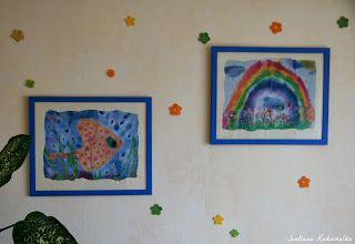 Детские рисунки. Паспарту из обоев