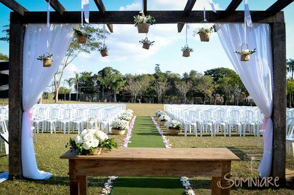 casamento-economico-sao-paulo-ao-ar-livre-estilo-americano-damas-vestidos-iguais-decoracao-com-flores (8)