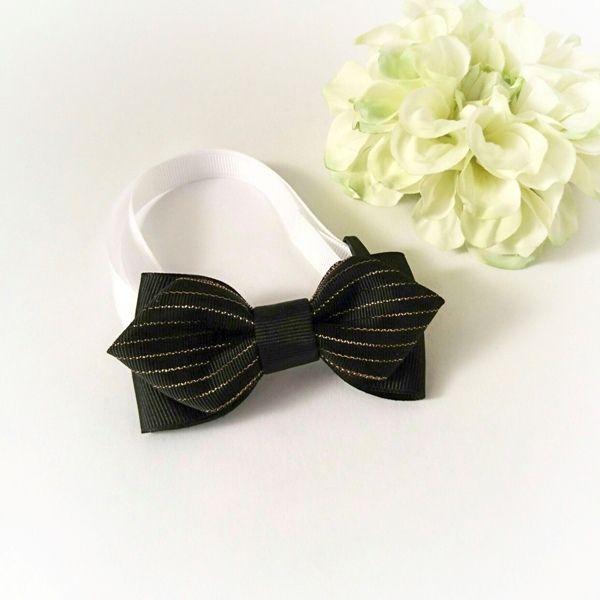 蝶ネクタイbykikiribbon首回りの長さが23cmから35cmまで調整できる蝶ネクタイです。入園、入学はもちろん七五三や誕生日パーティー、発表会、結婚式等大事なイベントまでお使い頂けます。●カラー:ブラック●サイズ:ネクタイ部分縦4cm×横9cm 首回り 22cmから35cm●素材:ポリエステル、プラスチック●注意事項:丁寧にお作りしていますが、ハンドメイドの為グルーのはみ出し等ご理解下さい。また、水漏れや強い衝撃は破損の原因になりますのでご注意下さい。●作家名:3R#ネクタイ #蝶ネクタイ #キッズ #ジュニア #子供用 #男の子 #おしゃれ #ファッションアクセサリー #ワンタッチ #入学式 #卒業式 #結婚式#フォーマル #七五三 #スーツスタイル #発表会 #子供服 #結ぶ手間なし #ファッション小物 #セレモニースタイル #服飾雑貨 #サイズ調節可能 #手作り #ハンドメイド----------------------------------------------【定形外郵便の料金改定】2017/6/1日本郵便の料金改定により定形外郵便は全て...