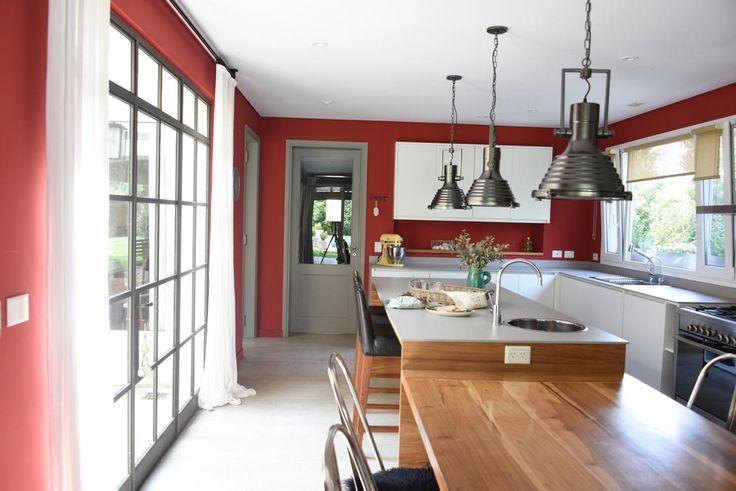 Cumplir el sueño en Altamira - Revista Tigris Living Comedor, Table, Furniture, Home Decor, Home, Mesas De Luz, Open Ceiling, Summer Drinks, Deco Cuisine