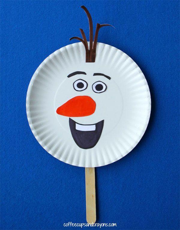 Olaf con piatti di carta