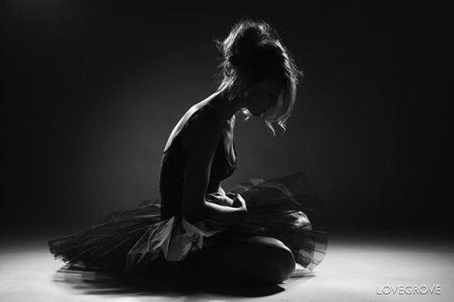 Photo by @damienlovegrove #repostmyfujifilm // This simple ballet inspired shot of @johannaormsby was lit with three gridded studio lights. #throwbackthursday #tutu via Fujifilm on Instagram - #photographer #photography #photo #instapic #instagram #photofreak #photolover #nikon #canon #leica #hasselblad #polaroid #shutterbug #camera #dslr #visualarts #inspiration #artistic #creative #creativity