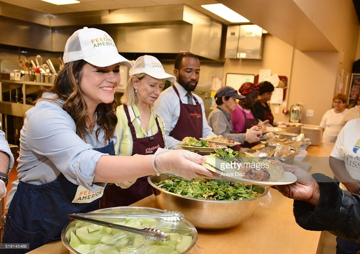Tiffani Thiessen volunteering at Downtown Women's Center in Los Angeles as a part of The Feeding America Pledge to Volunteer Campaign on April 4, 2016 in Los Angeles, California.