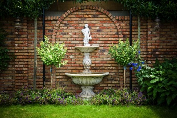 Romantische tuinfontein