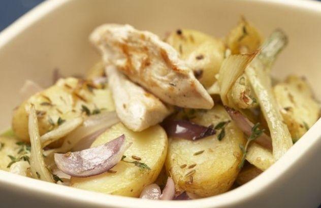 Aardappeltjes in de oven met venkel en rode ui