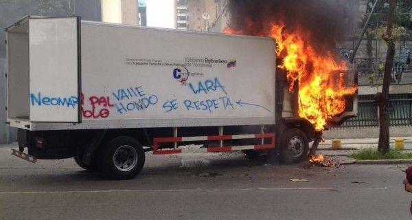 ¡URGENTE! Queman camión del Ministerio de Transporte en Las Mercedes