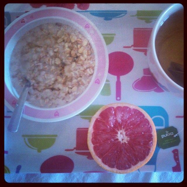 Ti-déj: #Pukka Thé Vert Matcha Suprême 1/2 pomelo flocons 5 céréales avec du lait d'amande-riz #lamandorle  raisins secs et miel  #974 #reunionisland #iledelareunion #team974 #regimeuse974 #équilibrealimentaire #rééquilibragealimentaire #végétarien #alimentationéquilibrée #alimentationvariée #alimentationsaine #mangersain #eatclean #healthyfood #healthylife #healthy #motivation #onlacherien by newlife974