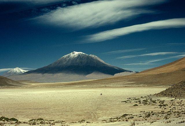 Volcán Ollagüe. Ubicado en la Provincia del Loa, límite Chile-Bolivia.  5.863 m.