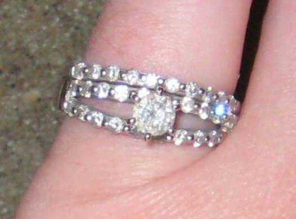 Woman successfully trades wedding ring for Chiefs-Broncos tickets on Craigslist | Shutdown Corner - Yahoo Sports