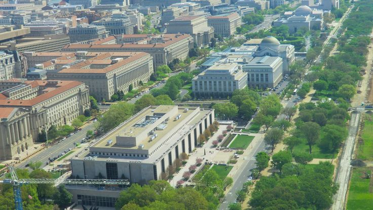https://flic.kr/p/XsxGF6 | Washington D.C. - National Mall with the National Museums  (ahead) American History Museum & (behind) Museum of Natural History | The Smithsonian offers 11 world-class museums and galleries on the National Mall. Here the section  Constitution Avenue, NW. is seen.