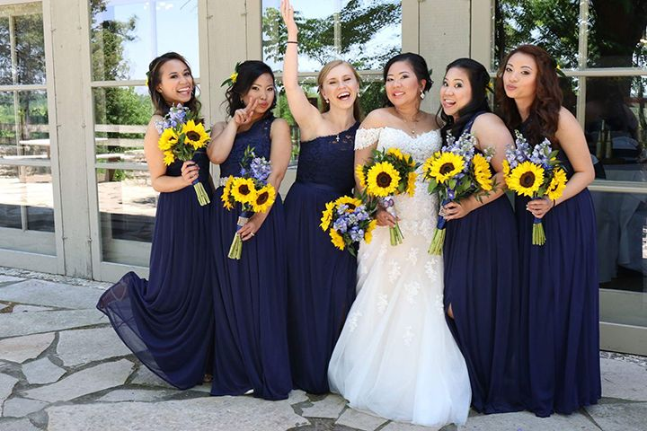 love the bride's and bridesmaids' sunflower wedding bouquets