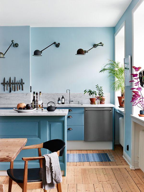 Blaue Küche, Blau Wand. #KOLORAT #Wandfarbe #interior #Wohnideen #Blau