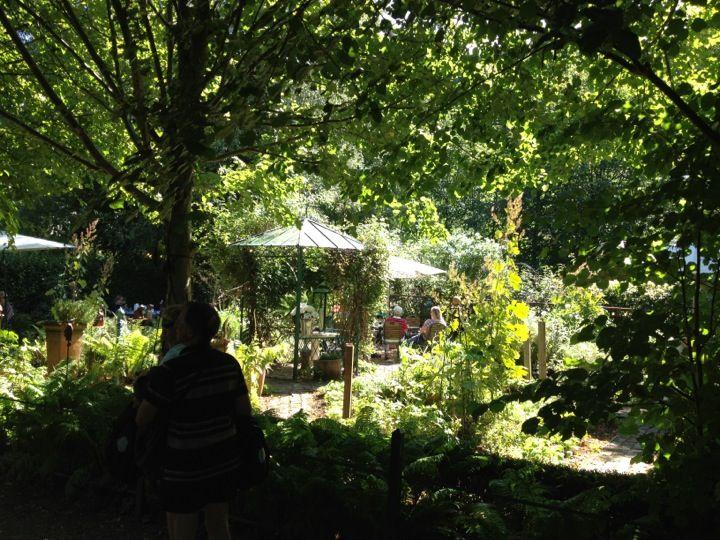 Fabulous Eine Entspannte Vintage Garten Hochzeit Friedatheres