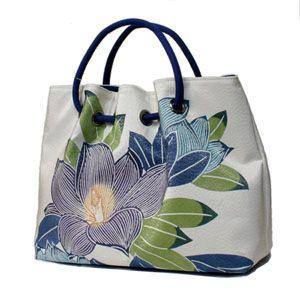 白地に涼しげな配色の泰山木図案のバッグです。栗山紅型 正絹帯地和装バッグ 泰山木【送料無料】