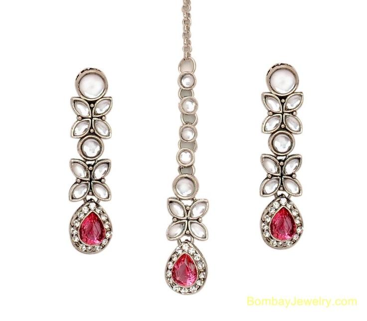 Elegant Kundan earrings & Maangtika