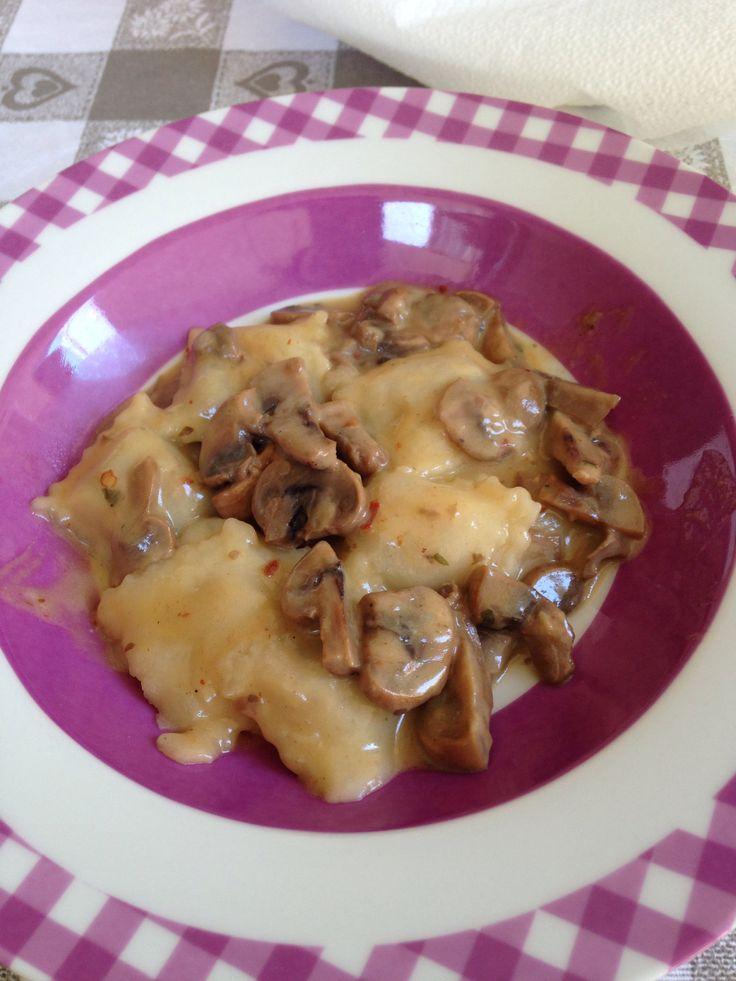 Ravioli ai funghi con ripieno di funghi e patate