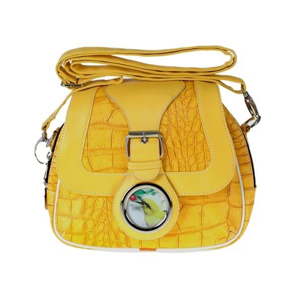 Wat de locker schoudertas zo uniek maakt, is niet alleen het bewegende 3D vogeltje voorop de tas, de 5 kleuren krokodillenprint of de voor en achter vakken. Het is de persoon die hem draagt.