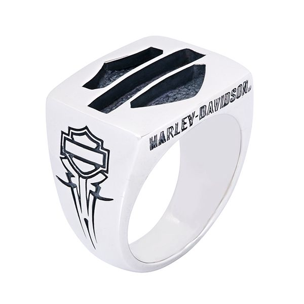 Harley-Davidson Bar & Shield Silver Ring by Thierry Martino, designed and crafted by bikers for bikers. #HDbyTM #TMsilverjewelry #TMsilverring #TMsilverbarandshield http://www.soulfetish.com/en/jewelry/harley-davidson/ring/hdr114