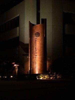 Pylon Fur Dumrath Fassnacht Die Installierte Skuptur Unglaublich Gute Skulptur Aus Tombak Im Eingangsbereich Von D F In Hamburg Das Hat