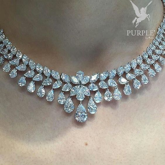 Check these elegantly and unique Marina B diamond necklace set with over 90carats of diamonds by @bonhamsjewels via @JEWELRY JOURNAL