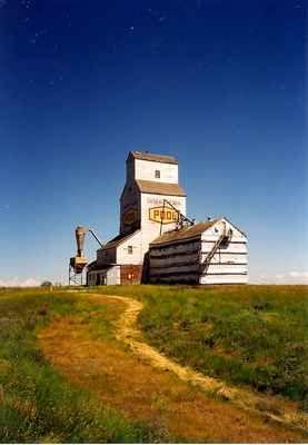 A Grain Elevator in Horizon, Saskatchewan.: Images of Saskatchewan