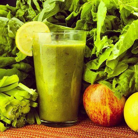 Téli zöld vitamin smoothie:  - Negyed csésze répalé - Fél csésze narancslé - Egy csésze spenót - Négy kis fej brokkoli - Egy babán (fagyasztott) - Egy alma (héja nélkül)