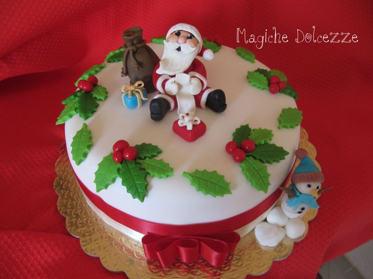 torta natalizia decorata in pasta di zucchero